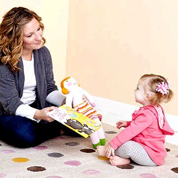 Toddlers (1-24 months old) they play, learn